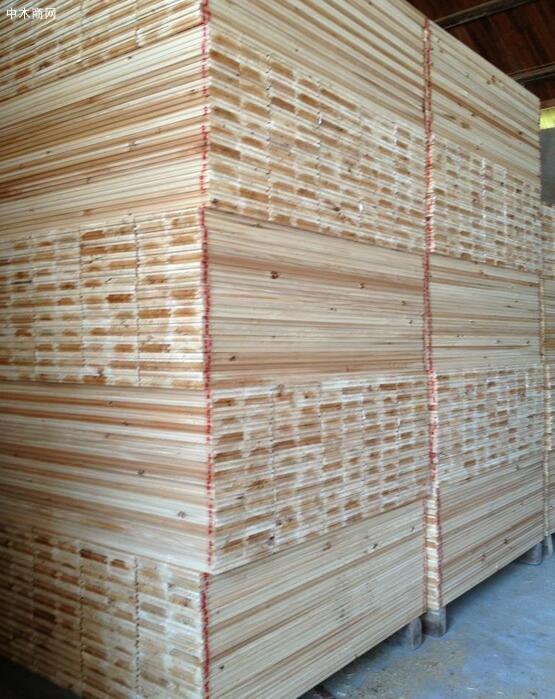 杉木板材早已是发达国家和我国大中城市中高档装修是普遍使用的主要材料