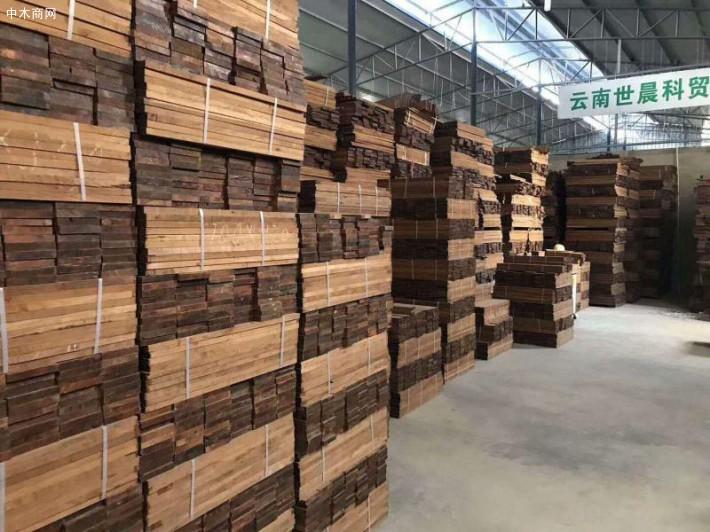 云南玉溪缅甸柚木供应厂家直销正宗进口缅甸柚木刨光板,缅甸柚木地板坯料的品牌厂家