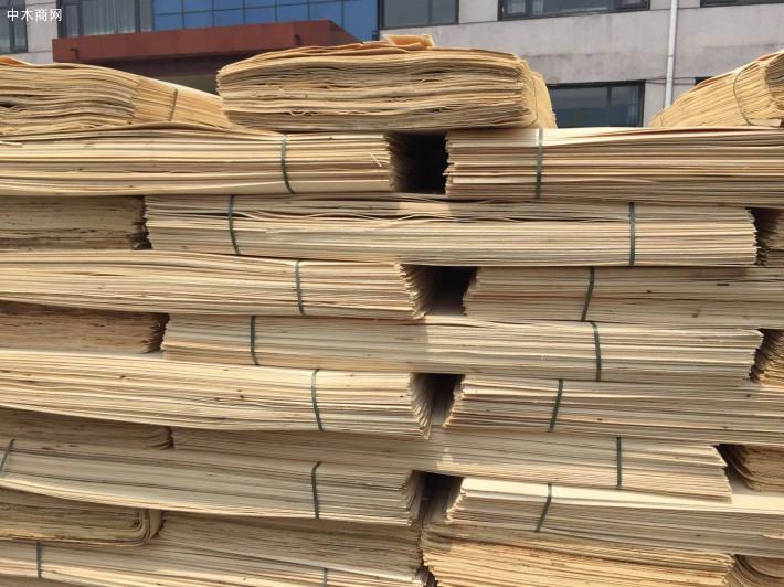 杨木三拼夹芯板的优点: