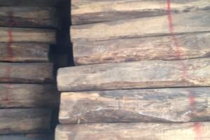 印尼黑酸枝原木及板材图片