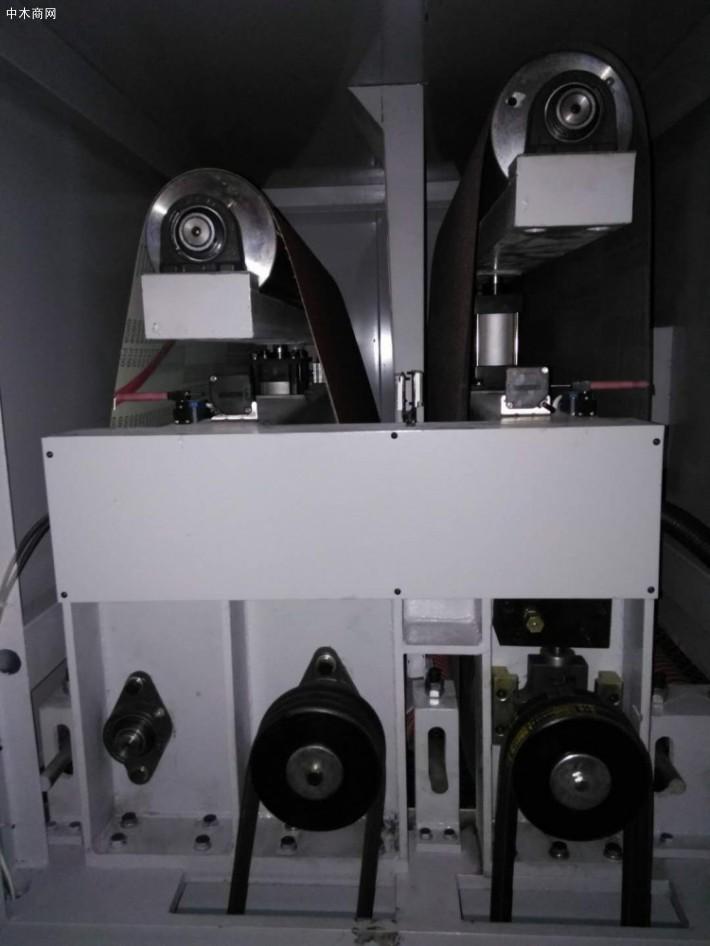 自动进料系统的木工砂光机