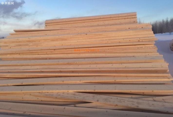 满洲里口岸木材价格下浮