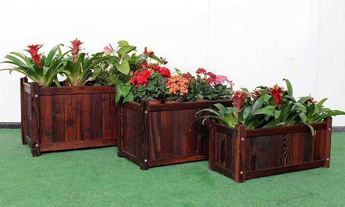 碳化杨木板材就是用深度炭化木加工成杨木板材形状