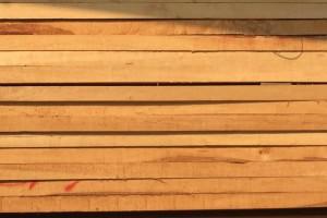 建淼木业5000方白杨木烘干板材低价出售