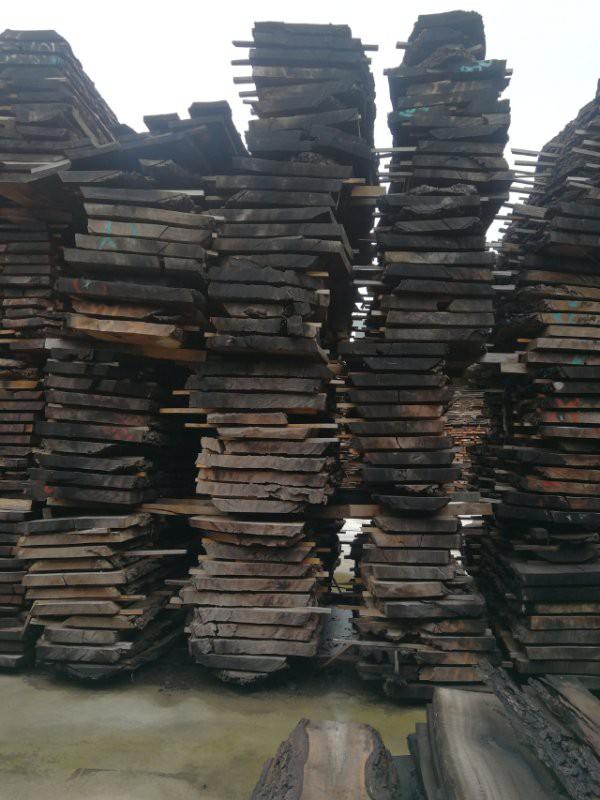 而黑胡桃原木大板桌究竟贵在哪?
