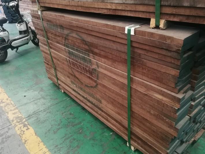 美国黑胡桃木板材产于北美是价值最高的阔叶木品种之一