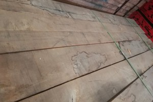 美国黑胡桃木板材价格,大量库存,低价处理