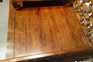 做好沙发,餐桌等成品家具「已上漆」如何去鉴别是正宗的刺猬紫檀?哪位高人能指教