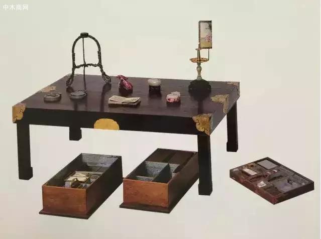 乾隆御用紫檀木活腿文具桌