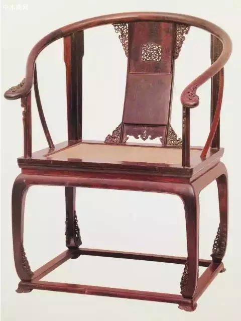 紫檀透雕卷草纹圈椅