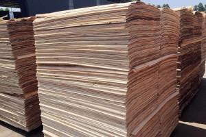 宏达木业杨木三拼木皮的作用及好处?