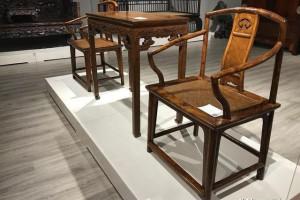 黄花梨镶瘿木如意云纹南官帽椅,苏作制式,散发明式之美