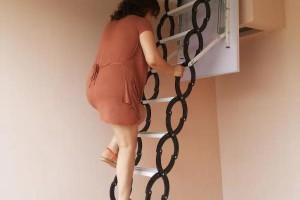 阁楼伸缩楼梯装修效果图