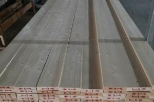 海南儋州那大镇依法拆除110家违法占地木材厂