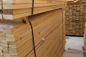刚出窑!俄罗斯樟松烘干定尺板材,600立方米
