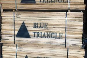 中国萝北口岸国际渡运进入繁忙期「进口木材」
