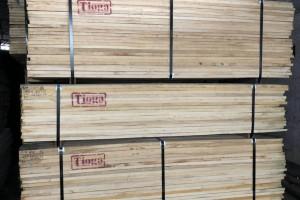 白蜡木板材,黑胡桃木板材仓库现货视频