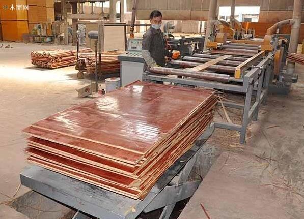 广西建筑模板修边、喷漆包装处理