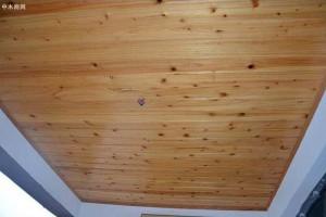 阳台吊顶用杉木板好吗?阳台杉木板吊顶的工艺介绍