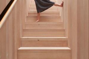 楼梯扶手嵌入墙体,一看就和别人家不一样,不得不佩服师傅的手艺