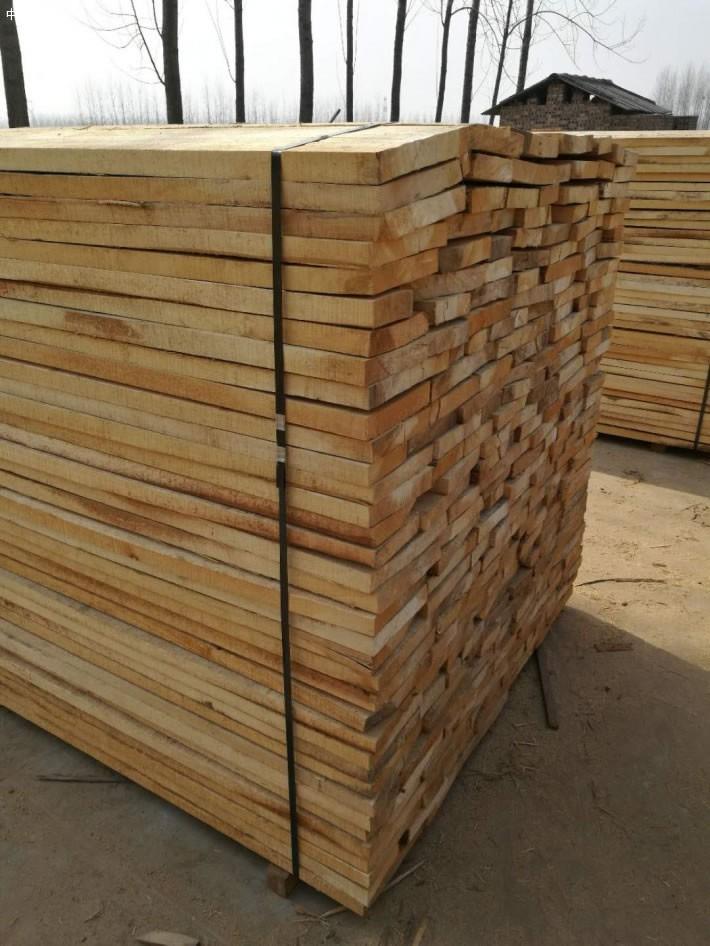在干燥房严格干燥的白杨木烘干板家具是不易开裂的