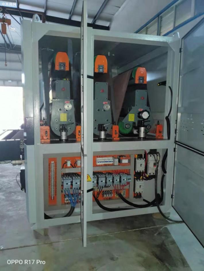 木工砂光机是运用磨具对各种板类