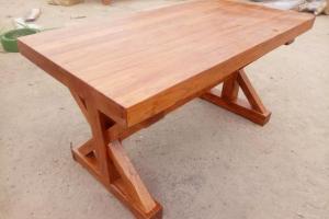 餐桌榆木的好还是橡木的好?