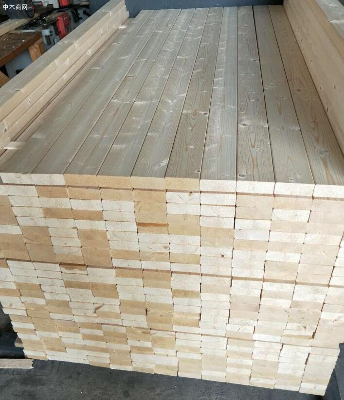 太仓实木床板床档实物高清图片杉木床板在纹理上让人局的很柔和