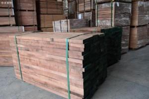 近期实木地板销售不理想,地板坯料市场震荡不安