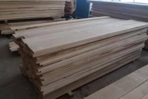 俄罗斯桦木自然宽板材的优缺点?
