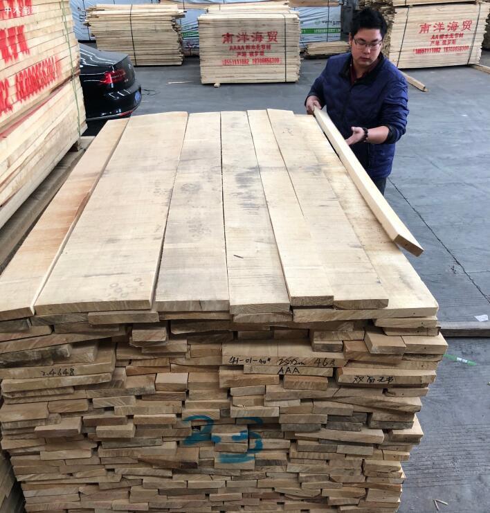 俄罗斯桦木自然宽板材的缺点