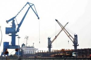 中林新民洲港进口木材接卸突破300万立方