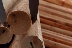 桉木木芯木棒实物货场装车视频