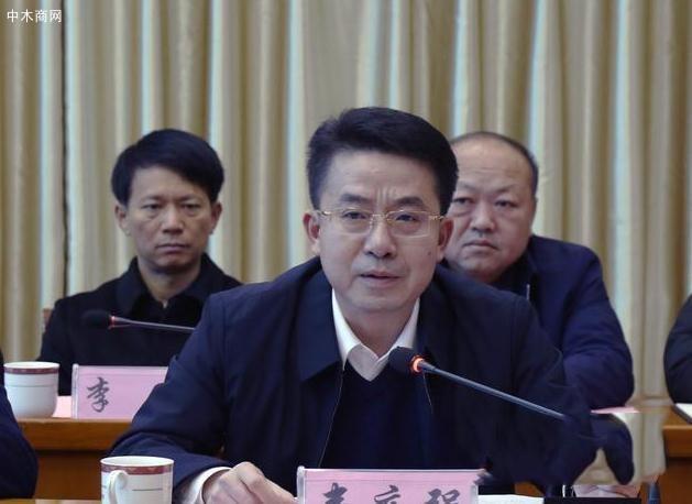 广西平南县大力发展板材行业 推动产业集聚发展