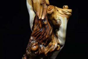 现在买什么样的木雕摆件比较好?崖柏木雕摆件该怎么保养呢