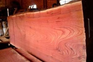 红椿木板材也叫血椿木板,香椿木烘干板中的极品,血椿又称桃花心