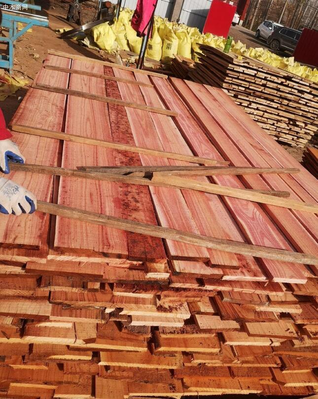 血椿木板材也叫红椿木板,香椿木烘干板中的极品,血椿又称桃花心价格