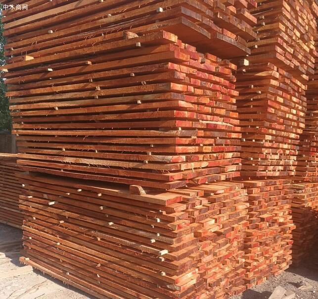 血椿木板材也叫红椿木板,香椿木烘干板中的极品,血椿又称桃花心品牌