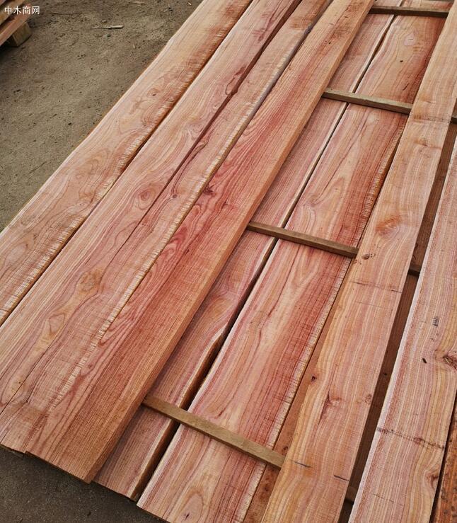 血椿木板材也叫红椿木板,香椿木烘干板中的极品,血椿又称桃花心厂家