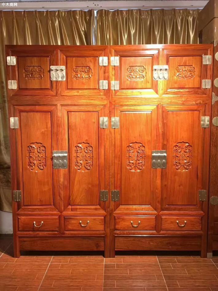 红木都很贵吗?一套红木家具双面柜价格一般多少钱?