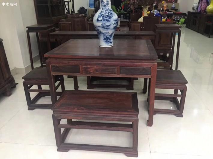 精品大红酸枝条桌五件套收藏品厂家