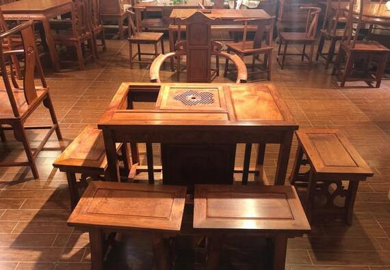我个人建议是木雕茶桌吧