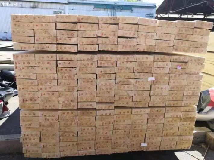 白松木板材是实木板材中相对便宜