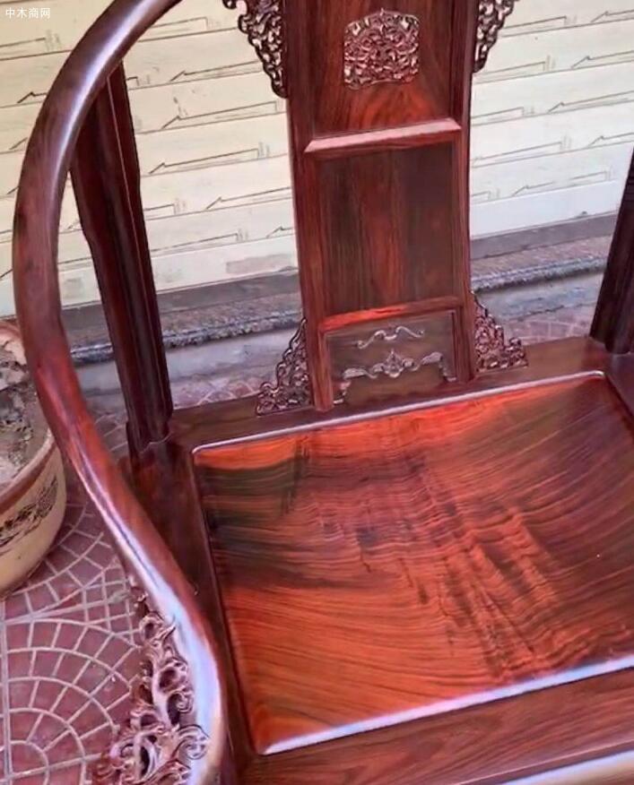 精品大红酸枝圈椅独板细节图视频图片