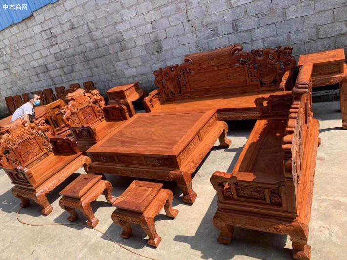 各种精品缅甸花梨沙发六件套3万元左右,十件套43000元左右