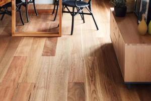 家里房子装修铺哪种木地板好?选哪个品牌的木地板比较好?