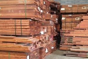 供应印尼菠萝格板材,印尼菠萝格地板坯料,印尼菠萝格生产厂家