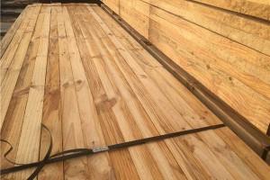 青岛木材加工厂家直销辐射松建筑跳板,辐射松防腐木