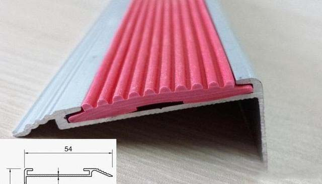 高低扣主要用于地面存在高差的功能区里