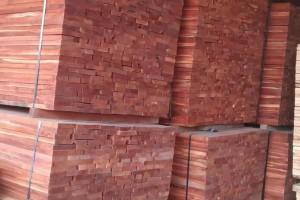 香椿木板材是一等木材吗?香椿木烘干板做家具有哪些优点?